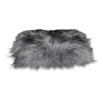 grijs zwarte stoelkussen van schapenvacht