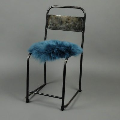 Blauwe stoelpad van schapenvacht